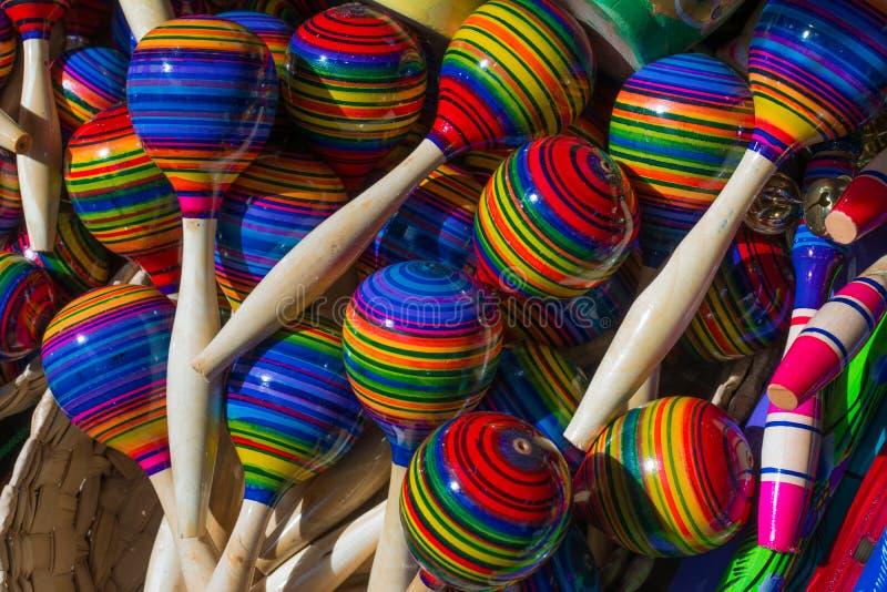 Gekleurde maracas van Tonalà ¡ Jalisco worden gegroepeerd royalty-vrije stock afbeeldingen