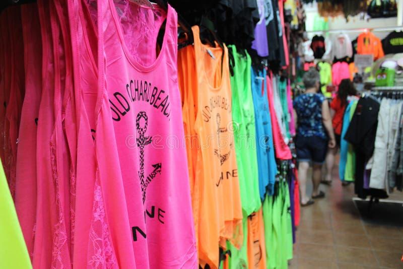 Gekleurde overhemden stock afbeeldingen