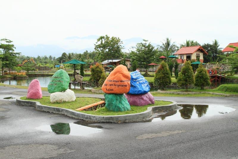 Gekleurde stenen in vermaakpark Manneken royalty-vrije stock foto