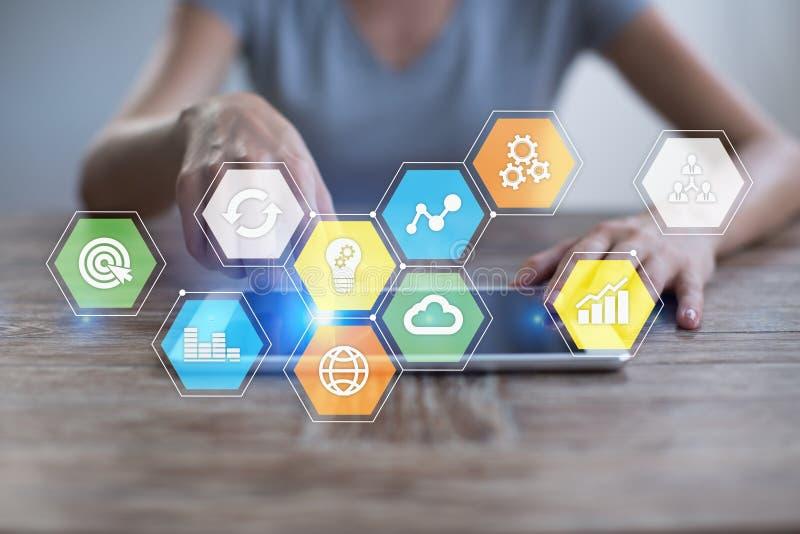 Gekleurde toepassingenpictogrammen en grafieken op het virtuele scherm Zaken, Internet en technologieconcept royalty-vrije stock fotografie