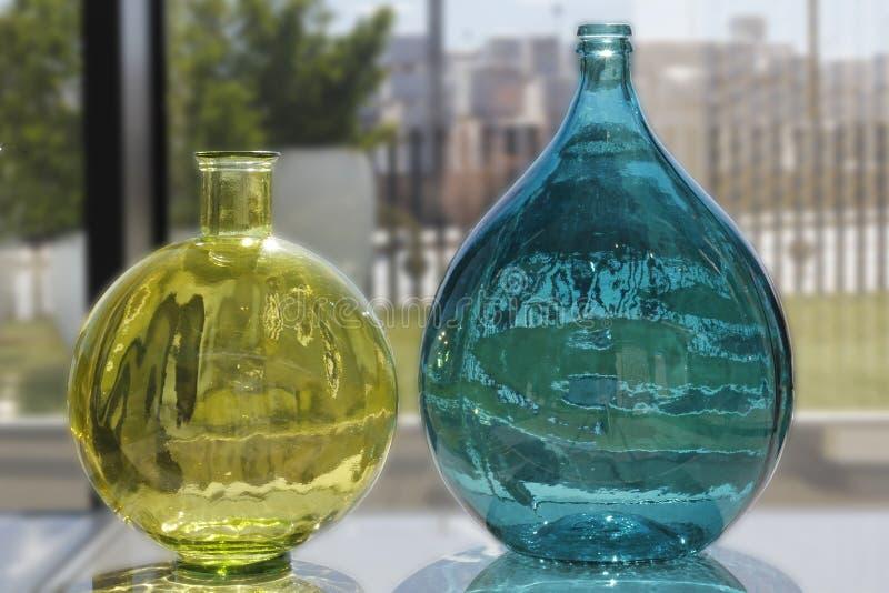 Gekleurde transparante boottles royalty-vrije stock foto
