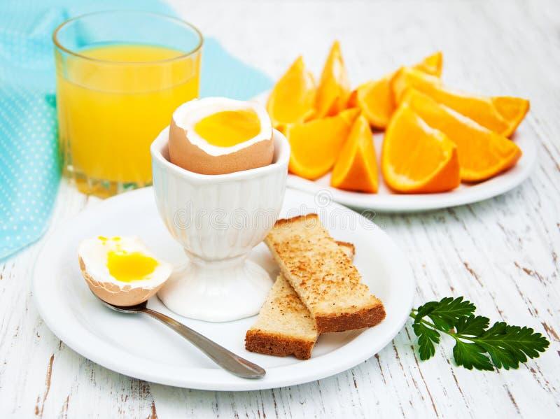 Gekochte Eier zum Frühstück stockbild
