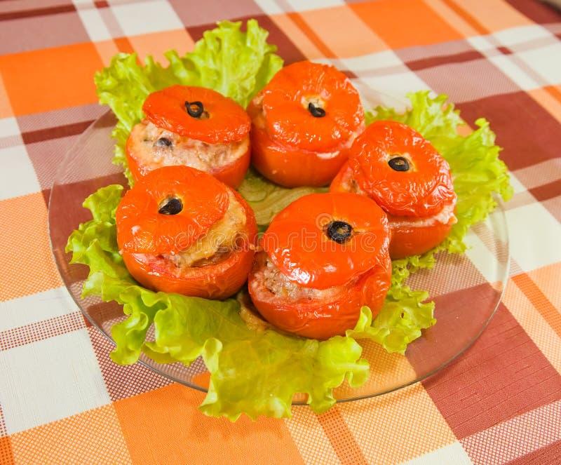 Gekochte gebackene angefüllte Tomate lizenzfreie stockfotos