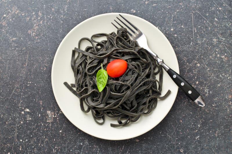 gekochte schwarze nudeln mit kalmar sepiatinte stockbild bild von koch seafood 63245027. Black Bedroom Furniture Sets. Home Design Ideas