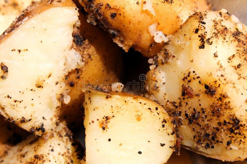 Gekookt en peppered aardappel stock fotografie
