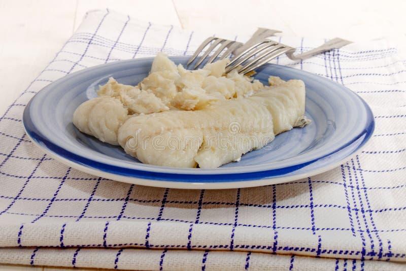 Gekookt stokvissenfilethaakwerk op een plaat met vork royalty-vrije stock foto