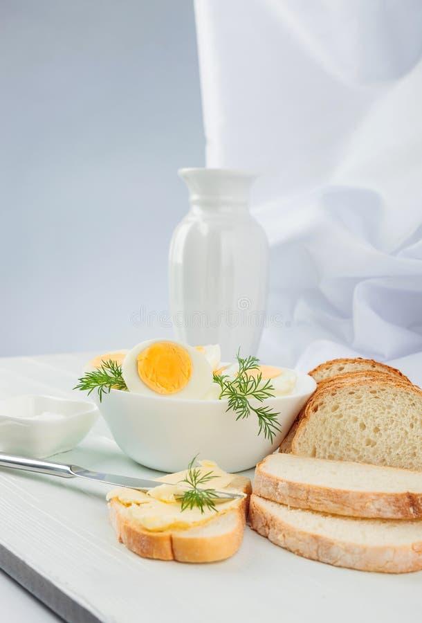 Gekookte eieren met dille royalty-vrije stock afbeelding