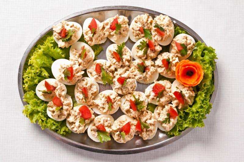 Gekookte eieren met het bovenste laagje van de vissenroom royalty-vrije stock afbeeldingen