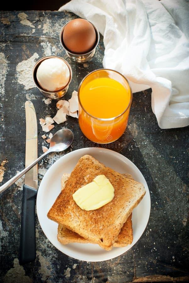 Gekookte Eieren Oranje Juice Toasts Butter Rustic royalty-vrije stock foto's