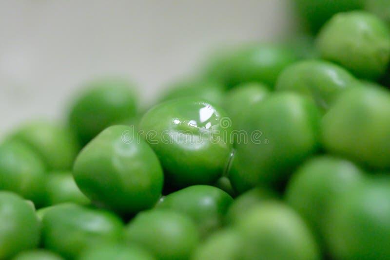 Download Gekookte groene erwten stock foto. Afbeelding bestaande uit groen - 107704796