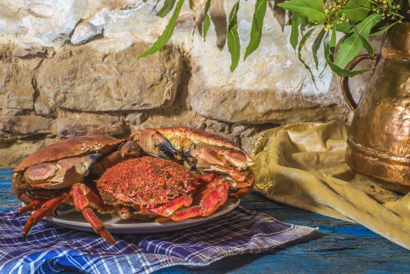 Gekookte krab en spinkrab stock foto's