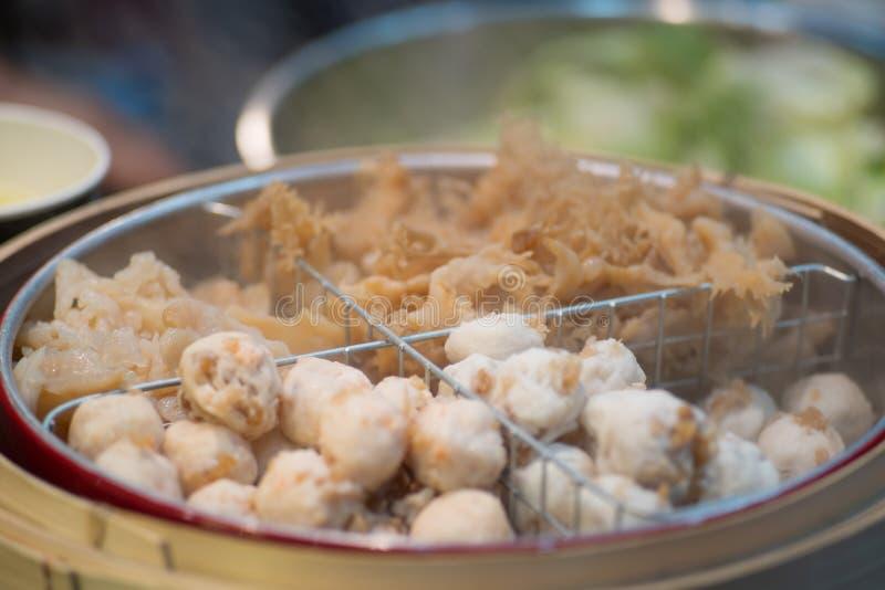 Gekookte kwallen en Vleesballen dicht omhoog stock afbeelding