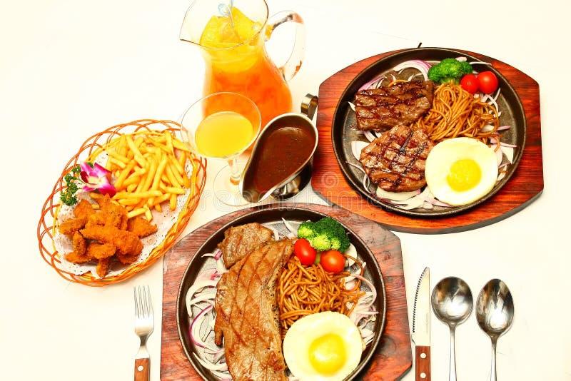 Gekookte maaltijd met drank royalty-vrije stock foto's