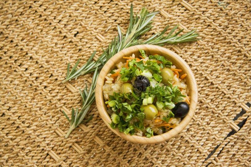 Gekookte rijst met groene peterselie royalty-vrije stock fotografie