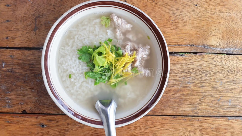 Gekookte rijstvarkensvlees of maïsmeelpap stock fotografie