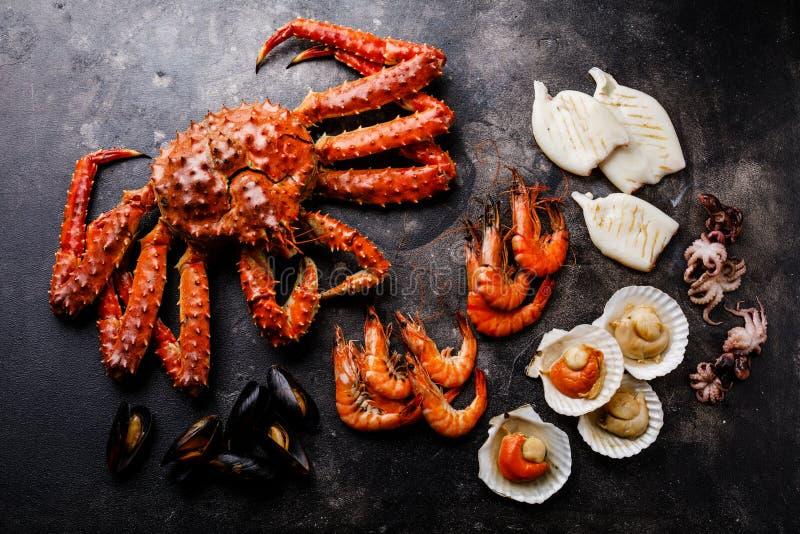 Gekookte Zeevruchten - Krab, Garnalen, Tweekleppige schelpdieren, Kammosselen, Octopus stock afbeelding