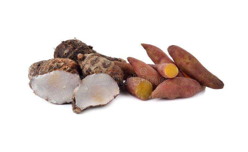Gekookte zoete uiterst kleine aardappel en taro op wit royalty-vrije stock afbeelding