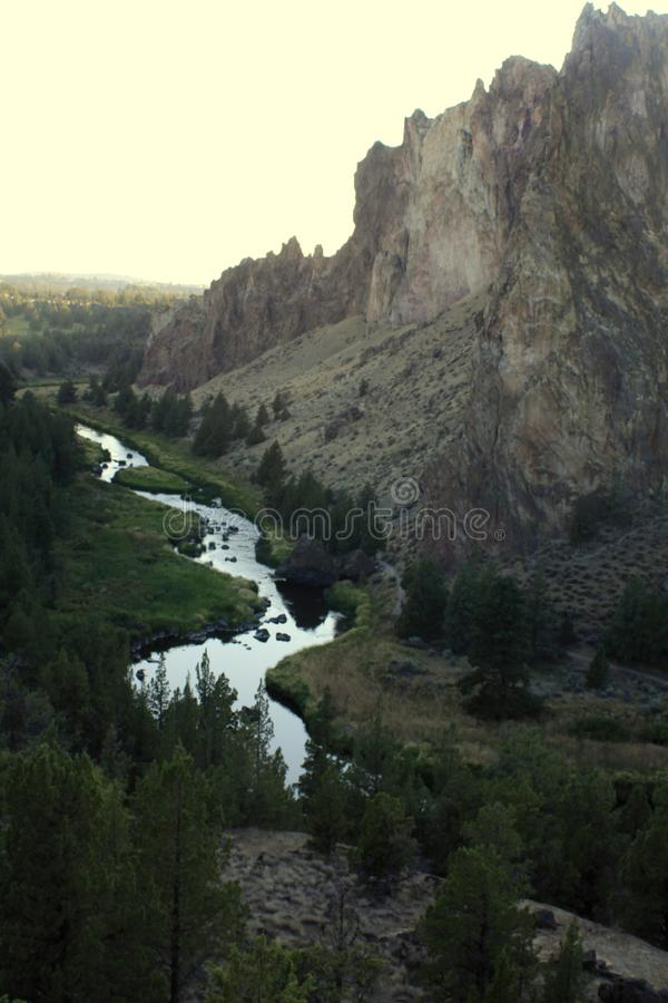 Gekrümmter Fluss Smith Rock Canyon Overlook lizenzfreies stockfoto