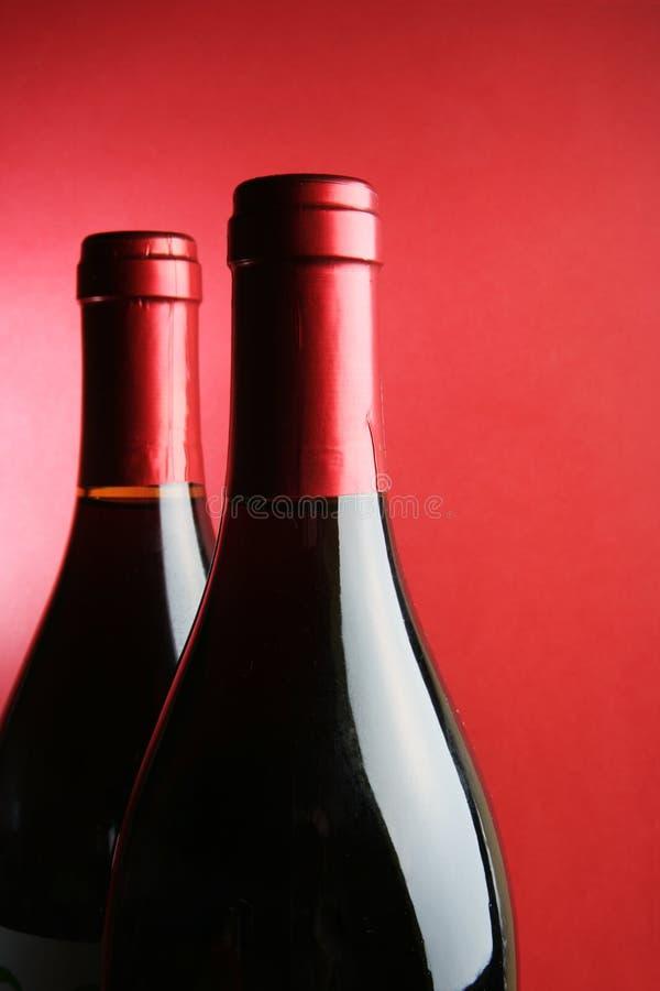 Gekurkte wijnflessen stock afbeelding