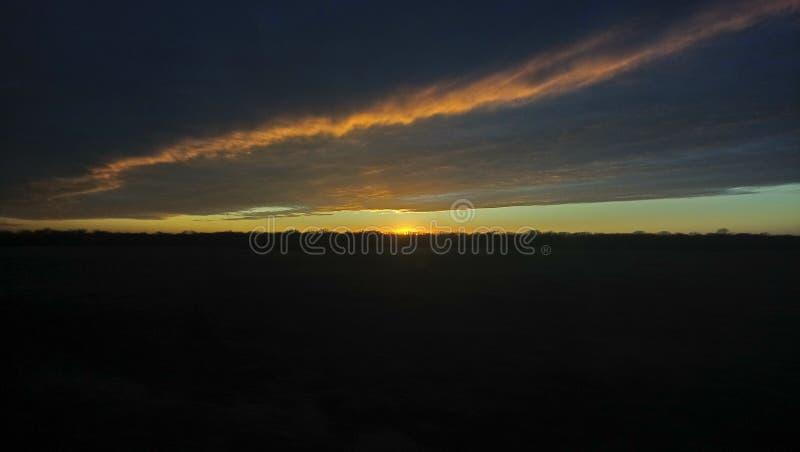 Download Gekuste zon stock afbeelding. Afbeelding bestaande uit gekust - 107701973