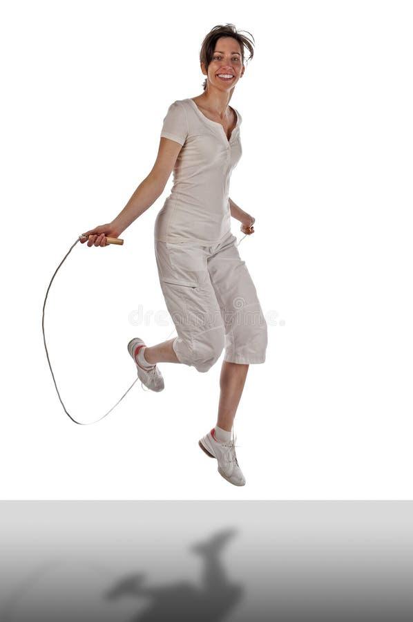 Gekweekte vrouw met springtouw stock fotografie