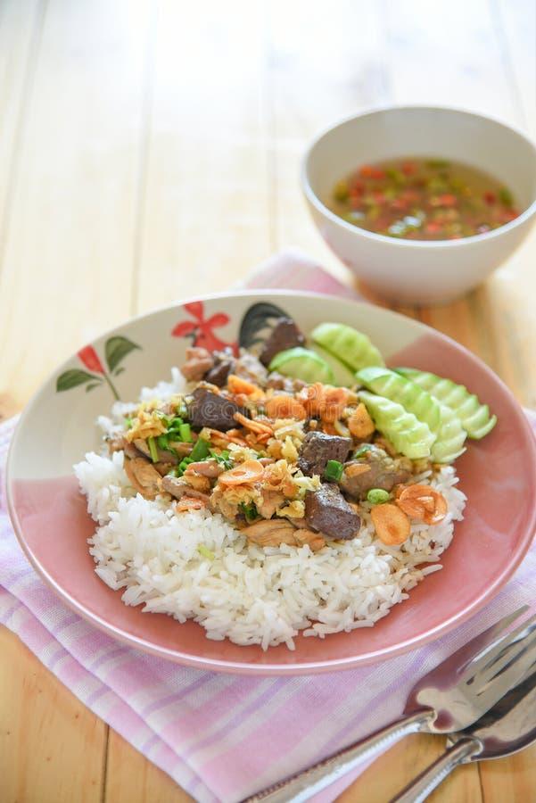Gelée de poulet, de sang de poulet et sauté de crevette avec du riz images stock