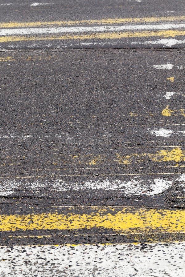 Gelöschte Fahrbahnmarkierungen lizenzfreie stockfotografie