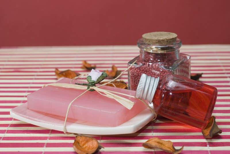 Gel et savon rouges. photo stock