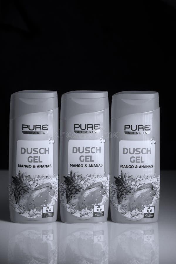 Gel pur de douche, diverses saveurs, backgrund noir photographie stock libre de droits