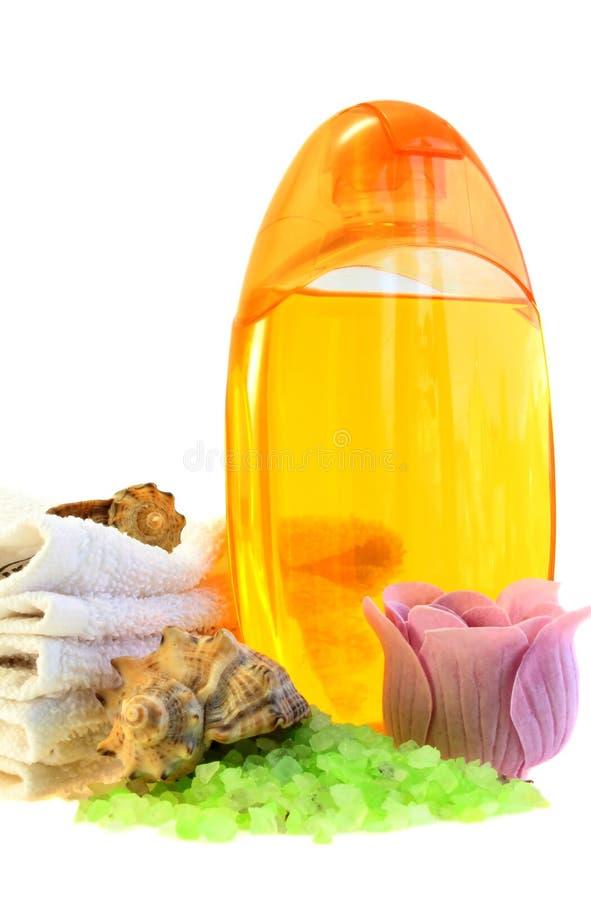 Gel, toalhas e sal do chuveiro. fotografia de stock royalty free