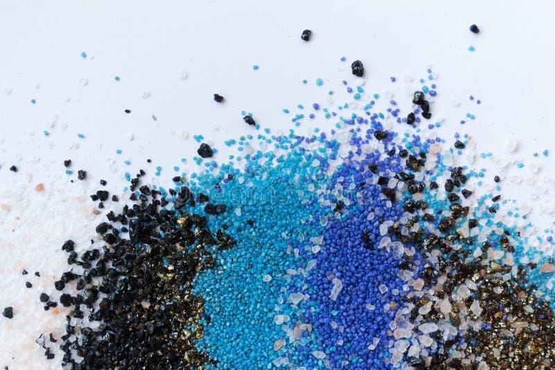 Gelaagd kleurrijk zandpatroon Marmeren stijlachtergrond Blauwe en gouden poedertextuur stock afbeelding