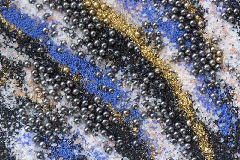Gelaagd kleurrijk zandpatroon Marmeren stijlachtergrond Blauwe en gouden poedertextuur royalty-vrije stock afbeelding
