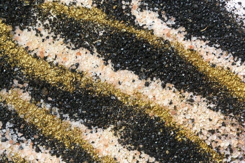 Gelaagd kleurrijk zandpatroon Marmeren stijlachtergrond Zwarte, witte en gouden poedertextuur royalty-vrije stock afbeelding