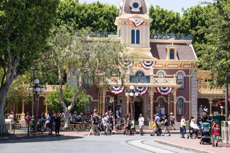 Gelach en pret bij de ongevallen in Disneyland Anaheim, Los Angeles, Californië stock foto
