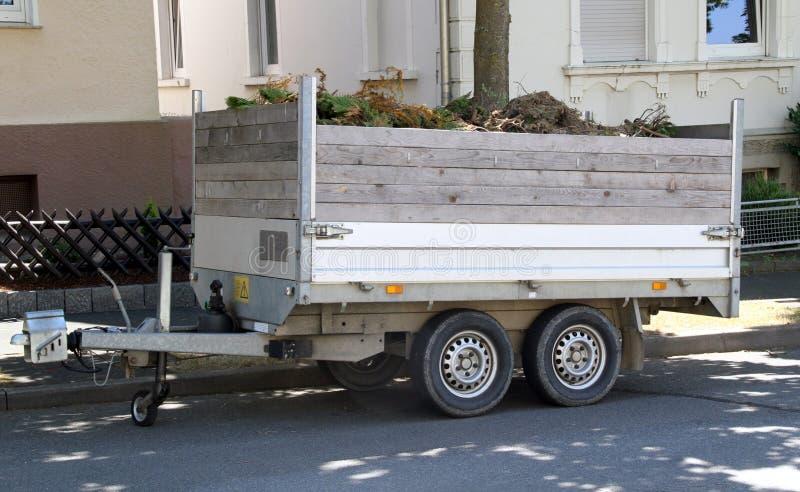 Geladen autoaanhangwagen stock fotografie