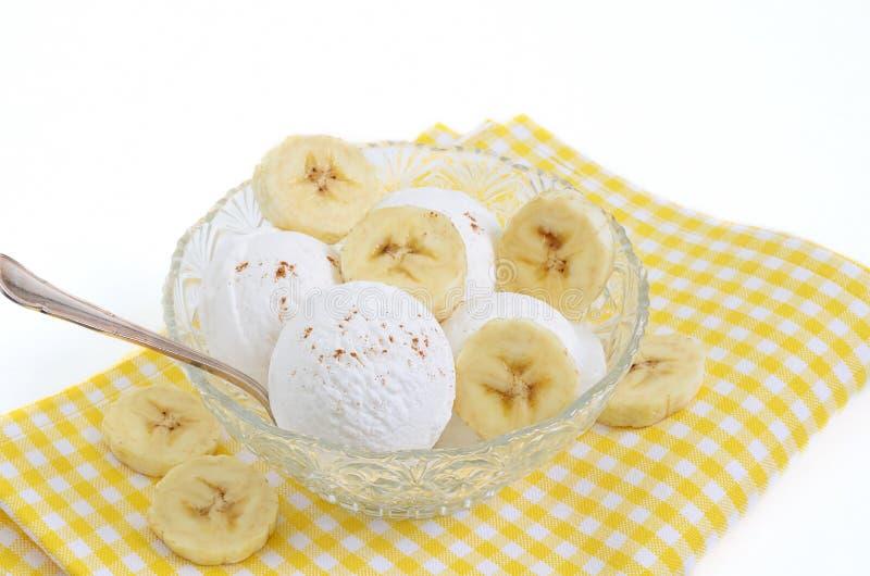 Gelado de baunilha e da banana gelado foto de stock