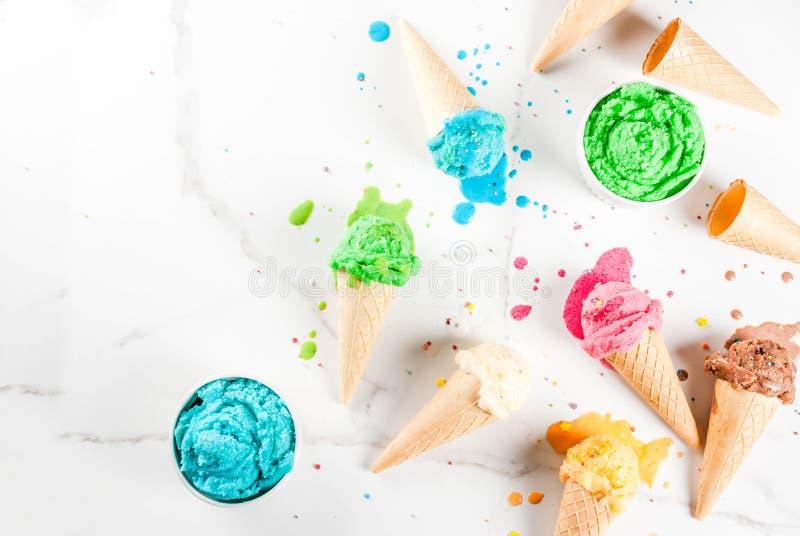 Gelado de derretimento colorido foto de stock