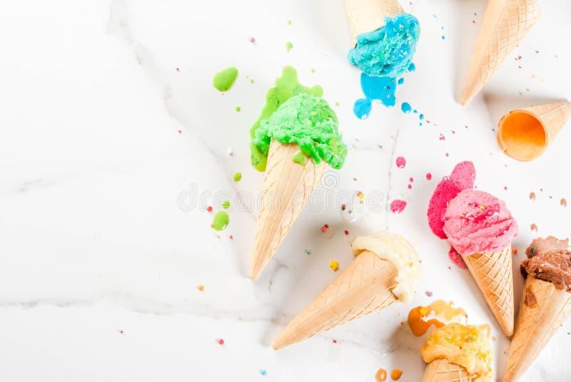 Gelado de derretimento colorido fotografia de stock