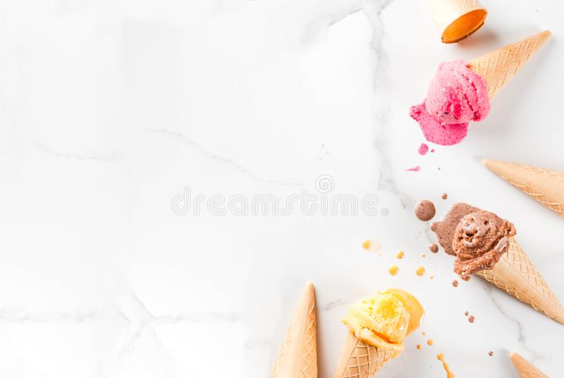 Gelado de derretimento colorido fotos de stock