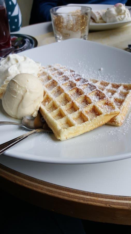 Gelado e waffles foto de stock royalty free