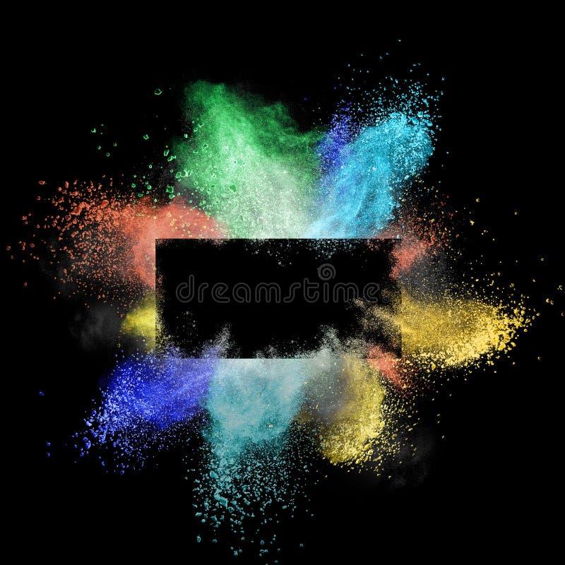 Gelanceerd kleurrijk poeder rond een rechthoekig die kader op zwarte achtergrond wordt geïsoleerd royalty-vrije stock foto