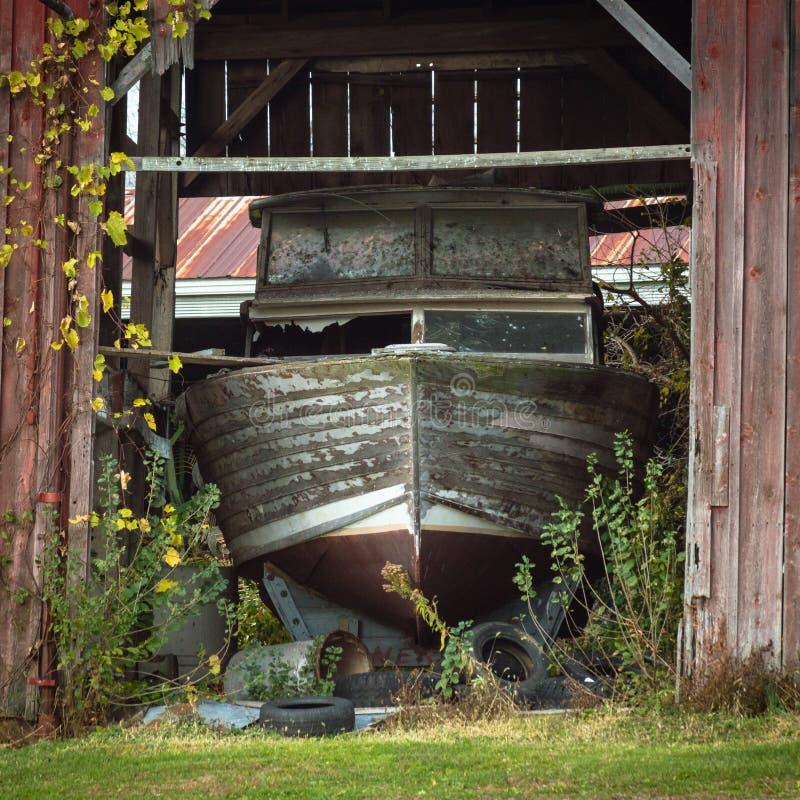 Gelandetes Boot stockbilder