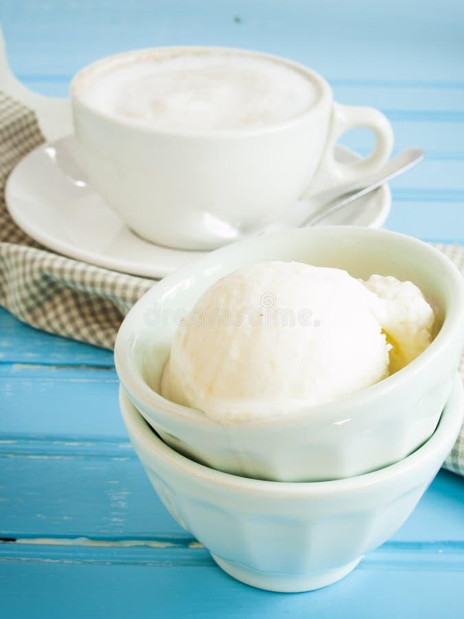 Download Gelato imagem de stock. Imagem de copo, café, quente - 26502721