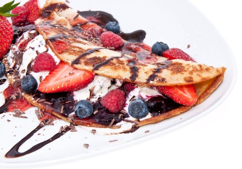 Gelato in Pan Cake con i frutti immagini stock libere da diritti