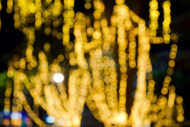 Gelb oder Orang-Utan Bokeh-Licht auf Baum des Festivals in der Nacht Abstrakt oder vom hellen Funkeln verwischt Glühenbeschaffenh lizenzfreies stockfoto