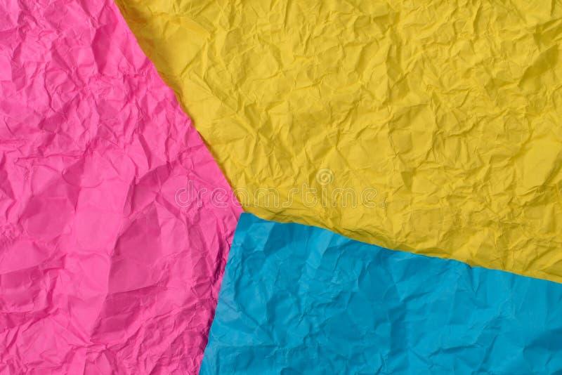 Gelb, Rosa und blaue zerknitterte Papierbeschaffenheit als Hintergrund lizenzfreie stockfotos
