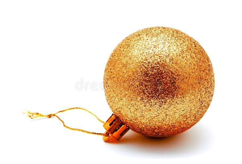 Gelbball der Weihnachtsdekoration goldener Goldlokalisiert auf einem Whit stockfotografie