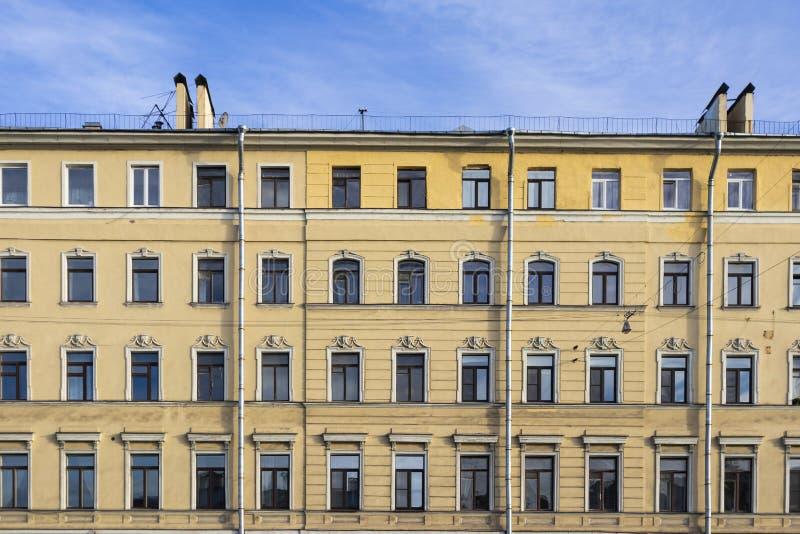 Turbo Gelbe Altbau Fassade Archivbilder - Abgabe des Download-18 geben YA56
