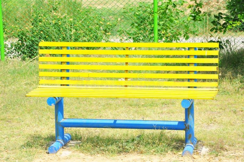 Gelbe Bank der Weinlese lizenzfreies stockfoto