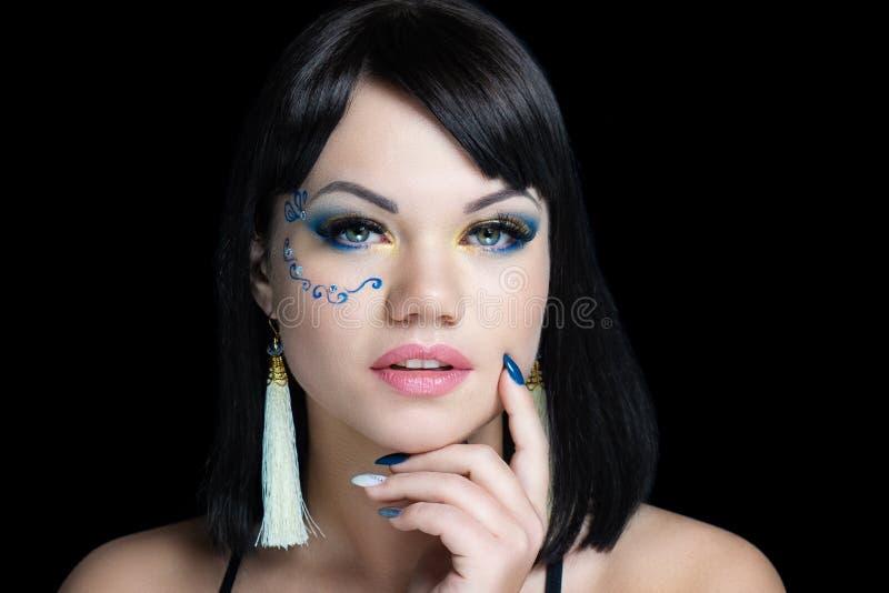 Gelbe blaue Lidschatten der Frau stockfotos